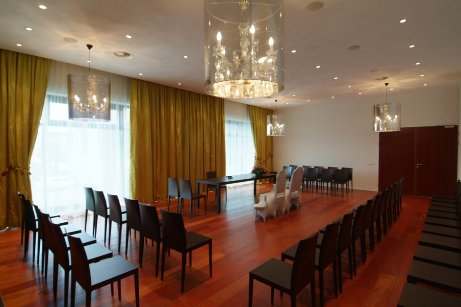 W18431d wedding ceremony room